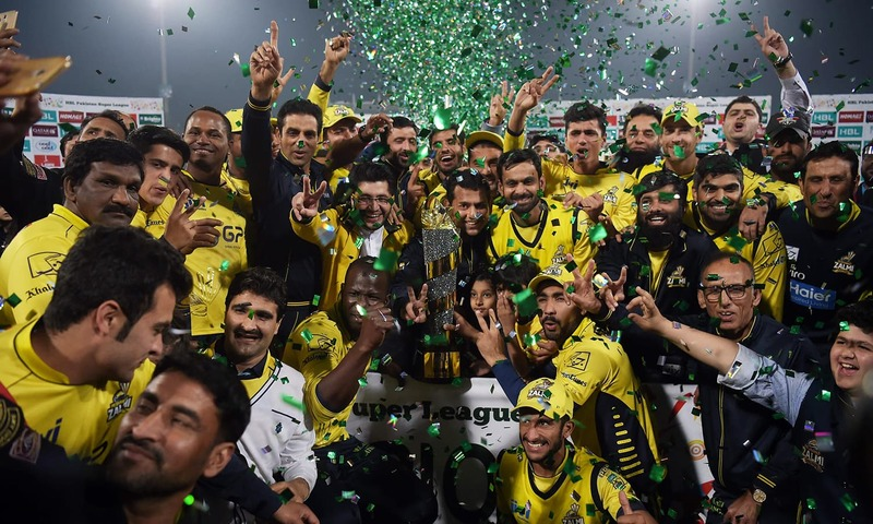 Peshawar Zalmi celebrate their PSL win over the Quetta Gladiators at Lahore's Gaddafi Stadium. ─ AFP