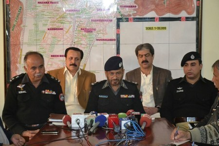 DIG Police Abdul Razzaq Cheema addresses a press conference on security in Balochistan. ─Asmatullah Kakar
