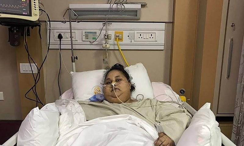 بھارت آمد سے قبل خاتون کا وزن 500 کلوگرام تھا — فوٹو:  اے ایف پی