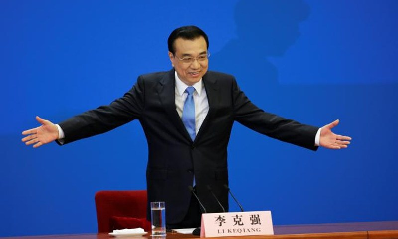 China's Premier Li Keqiang gestures as he arrives for a news conference after the closing ceremony of China's National People's Congress (NPC) at the Great Hall of the People in Beijing.─Reuters