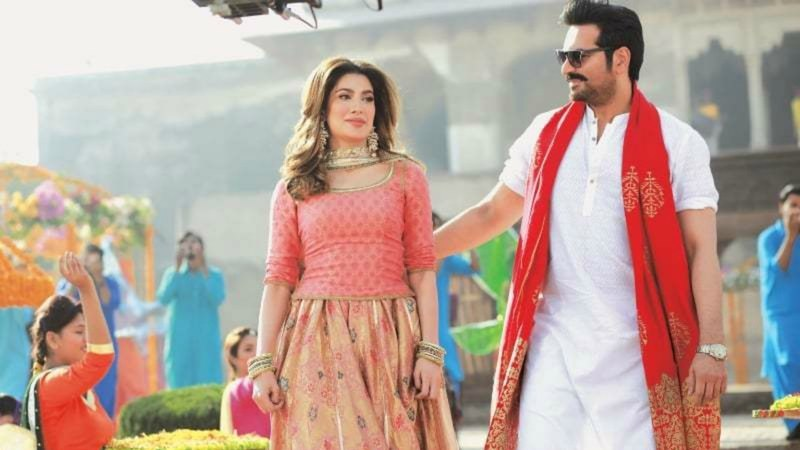 Seen here on the sets on Punjab Nahi Jaongi,  Mehwish Hayat recalls ignoring a lot of heat from bigger actors during her early career, while Humayun Saeed says it's the young lot that throws the most tantrums