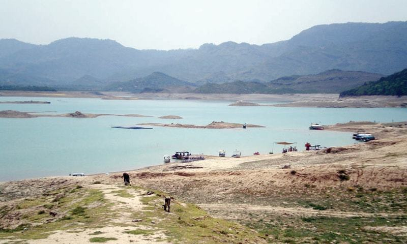 Water level goes down in the Khanpur Dam as the summer becomes harsh | Tanveer Shehzad/White Star and Mohammed Niaz