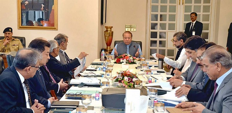 ISLAMABAD: Prime Minister Nawaz Sharif chairing the meeting of the Cabinet Committee on Energy.—APP
