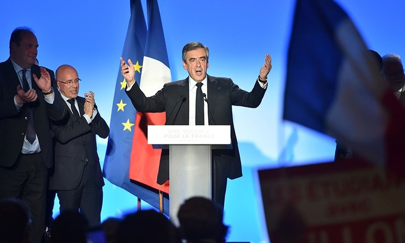 French presidential election candidate for the right-wing Les Republicains (LR) party Francois Fillon delivers a speech during a campaign meeting, on April 18 in Lille. ─ AFP