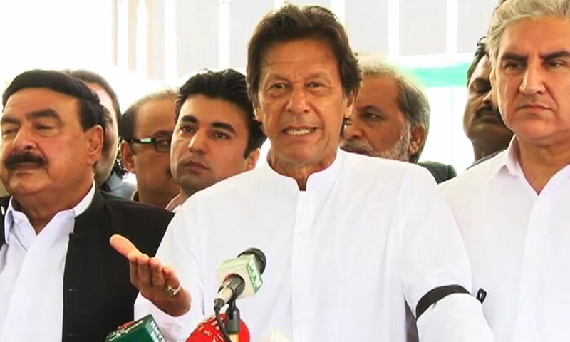 عمران خان نے قومی اسمبلی میں بولنے کی اجازت نہ ملنے پر بھی احتجاج کیا — فوٹو : ڈان نیوز