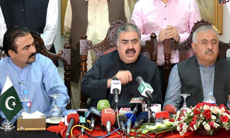 QUETTA: Balochistan Chief Minister Sanaullah Zehri addressing a press conference.—INP