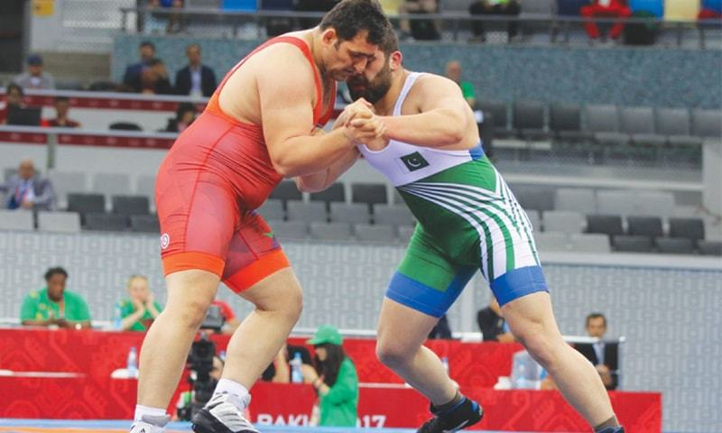 BAKU: Pakistan's Musab Akram Khan (R) wrestles with Sabah Shariati of Azerbaijan during their Greco-Roman 130kg quarter-final at the Islamic Solidarity Games on Thursday.—Azertac
