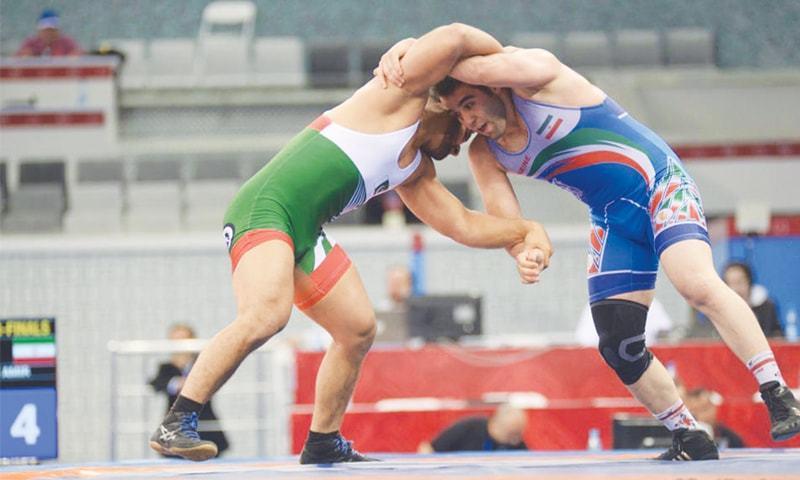 BAKU: Pakistan's Umair Tariq (L) wrestles with Amir Mohammadi of Iran during their 97kg freestyle quarter-final on Friday.—Trend News Agency