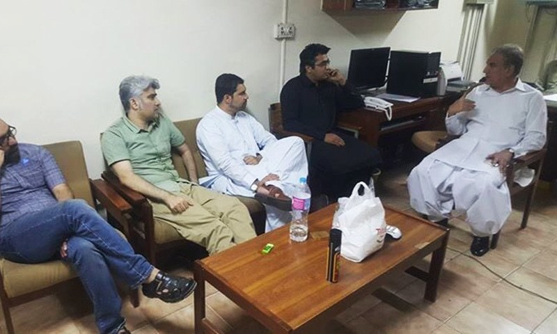 PTI's Shah Mehmood Qureshi meets detained social media activists at an FIA office in Islamabad.─Twitter
