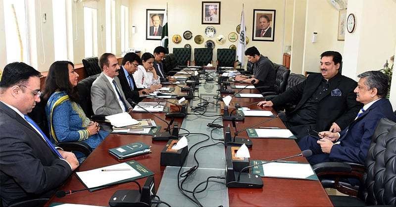 ISLAMABAD: Federal Minister for Commerce Khurram Dastgir Khan chairs a meeting with senior officials of the ministry.—APP
