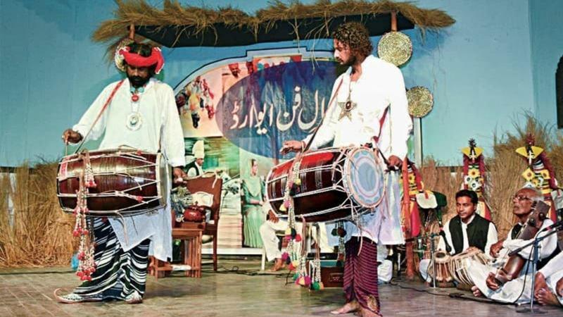 Folk musicians perform at the Kamal-i-Fun award show