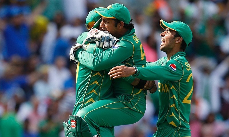 Shadab Khan (R) and Sarfaraz Ahmed (C) celebrate with Imad Wasim after he catches MS Dhoni during the ICC Champions Trophy final. ─ AFP