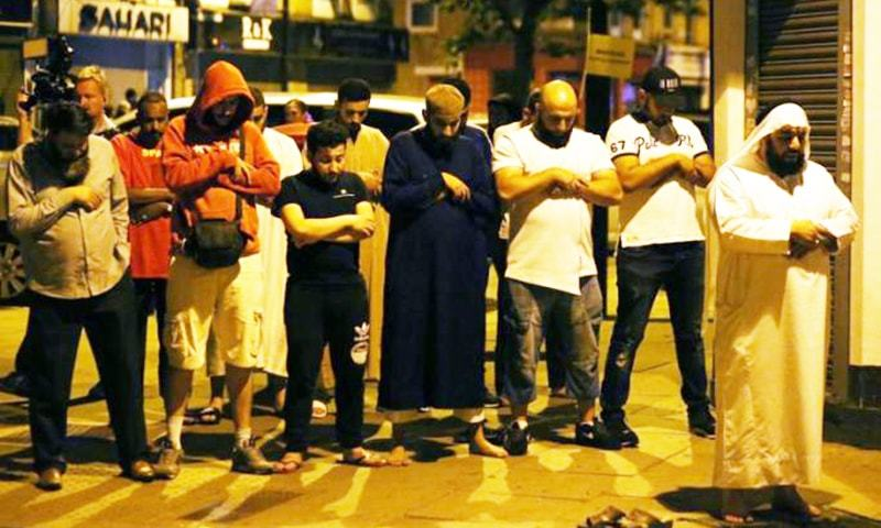 Men pray after a vehicle collided with pedestrians near a mosque in the Finsbury Park neighborhood of North London.─Reuters