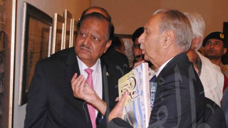 Aftab Ahmed Khan presenting his work to President Mamnoon Hussain at a recent exhibition in Islamabad