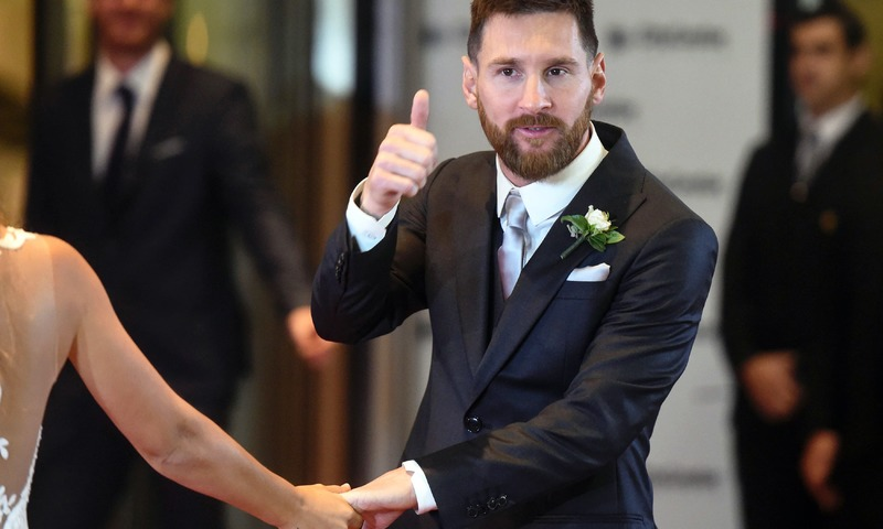 Messi gives his thumb up just after his wedding at the City Centre Complex in Rosario. —AFP