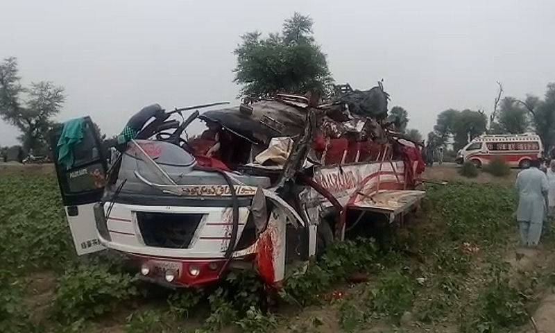 10 killed as passenger bus collides with tractor-trolley in Layyah