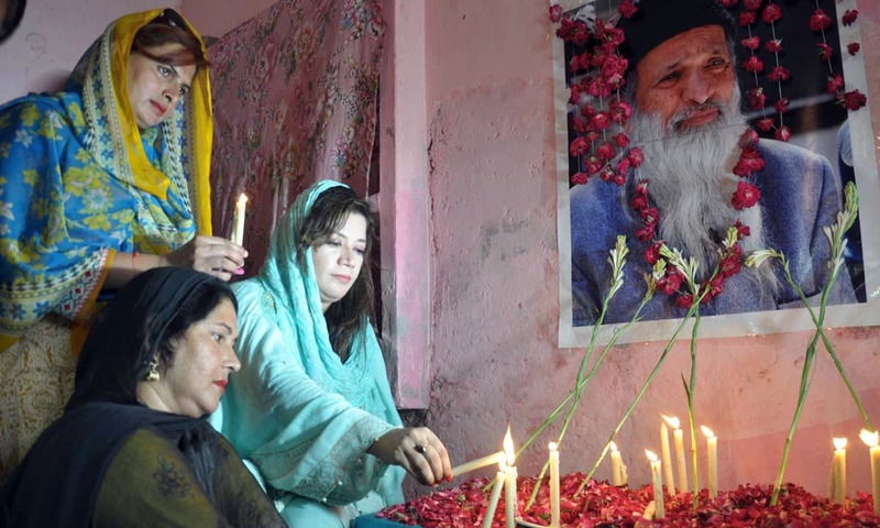 PML-N leader Dr Aysha Abdullah lighting candle in Multan in memory of great philanthropist, Abdul Sattar Edhi. —Online