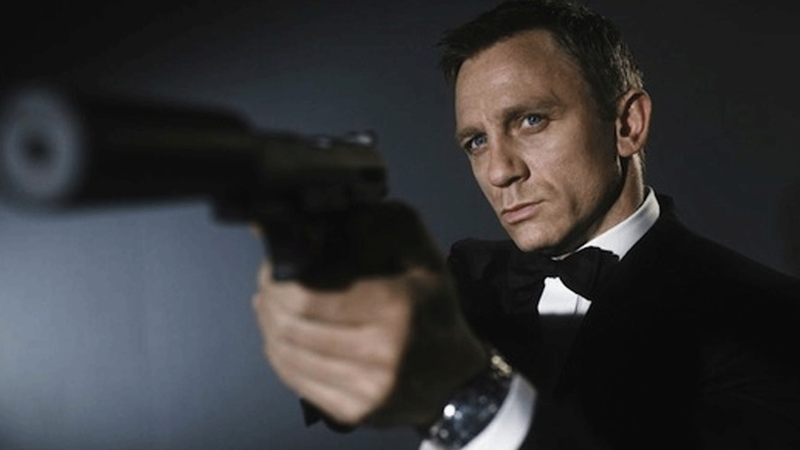 Daniel Craig returning as James Bond for fifth movie