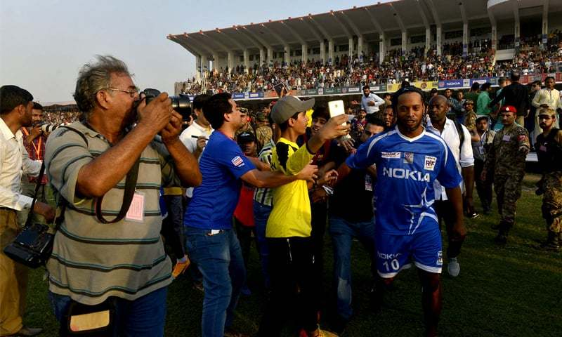 He might not understand Urdu or even English, but the applause generated in Pakistan for Ronaldinho was a pleasant surprise for the icon himself | M. Arif/White Star