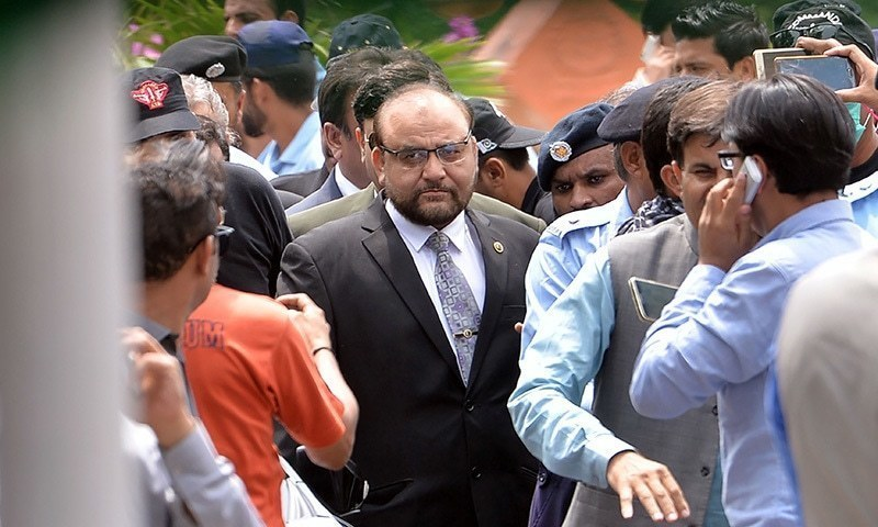 The head of the Joint Investigation Team (JIT) Wajid Zia (C) arrives at the Supreme Court to present a final report of the investigation probing allegations of money laundering against Prime Minister Nawaz Sharif and his family in Islamabad on July 10.— AFP/File