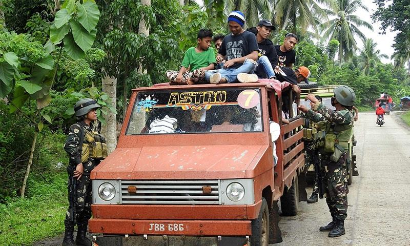 Soldiers inspect a passenger vehicle at a checkpoint in Jolo, Sulu on the southern Philippine Island of Mindanao.─AFP
