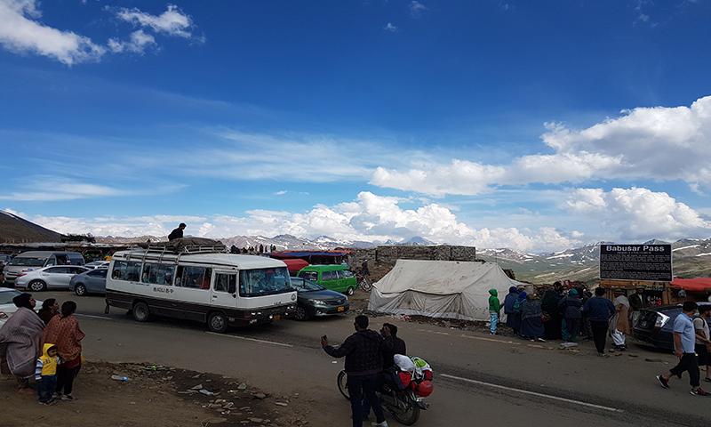 بابوسرمیں رواں سیزن میں حادثات سے21 افراد جاں بحق ہوچکے ہیں—فوٹو:جمیل ناگری