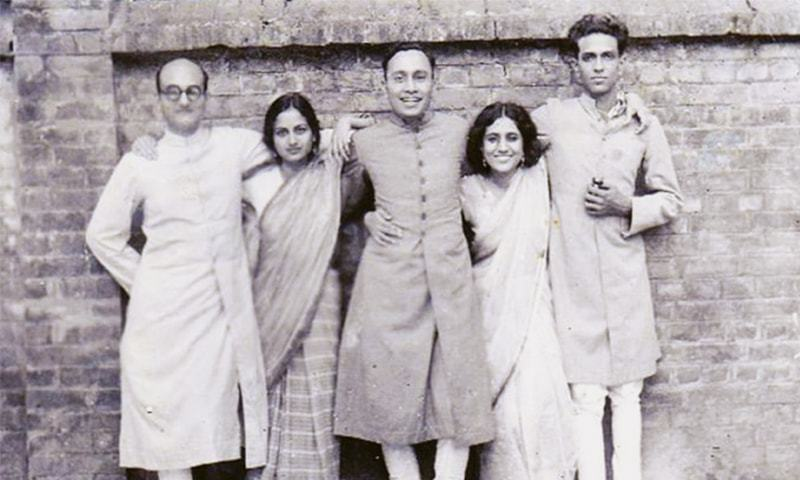 Dr Rashid Jahan (second from right), and her husband Mahmuduzzafar (extreme left) helped stoke the fires of Progressive writing with their contributions to Angarey, a book that was banned for its scorching take on social repressions | Dawn file photo