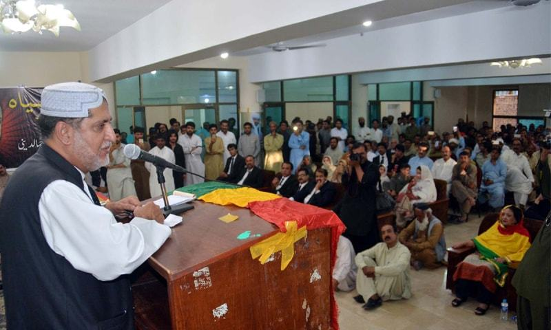 QUETTA: Balochistan National Party President Sardar Akhtar Mengal addresses a ceremony held at the Quetta Press Club to mark the first anniversary of the victims of last year's suicide attack at the Civil Hospital.—PPI