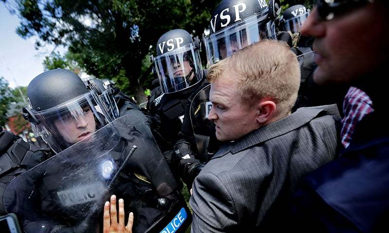 "White nationalists, neo-Nazis and members of the ""alt-right"" clash with police as they are forced out of Lee Park after the ""Unite the Right"" rally was declared an unlawful gathering.─AFP"