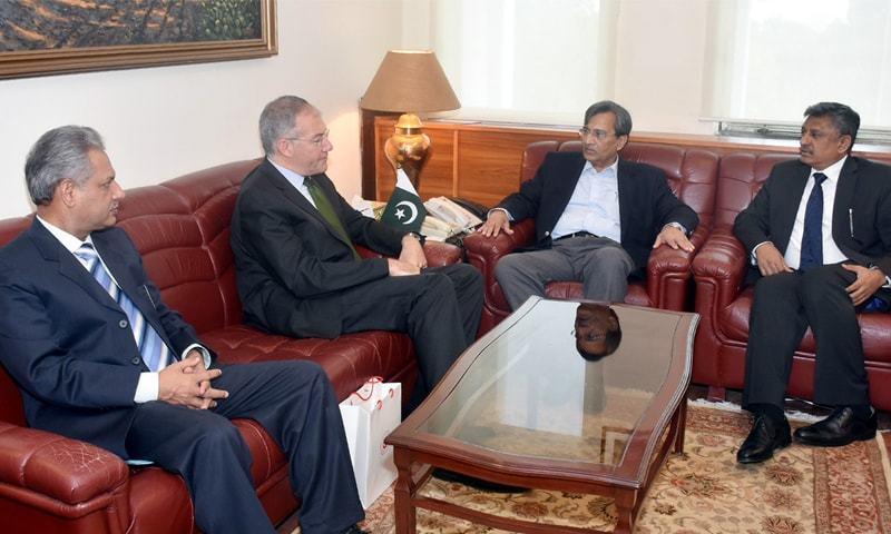 ISLAMABAD: Turkish Ambassador Sadik Babur Girgin (2nd left) in meeting with Commerce and Textile Minister Pervaiz Malik on Thursday.