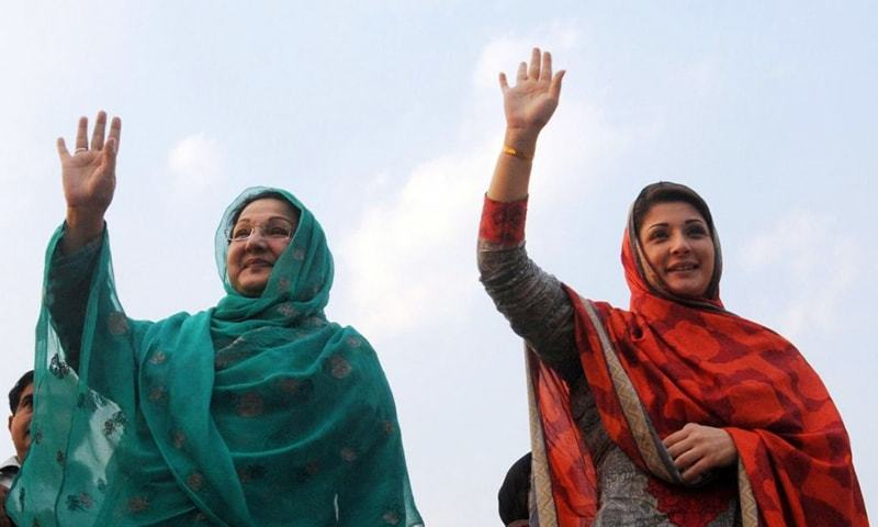 The daughter of ex-PM Nawaz Sharif, Maryam Nawaz (R), pictured with her mother Kulsoom Nawaz in 2013.— AFP/File