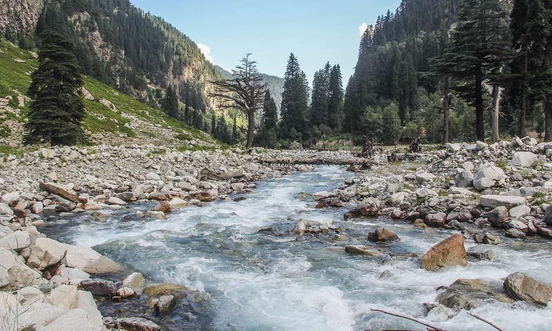 Another view of the stream running down along the trek to Kooh Lake.─Photo by author