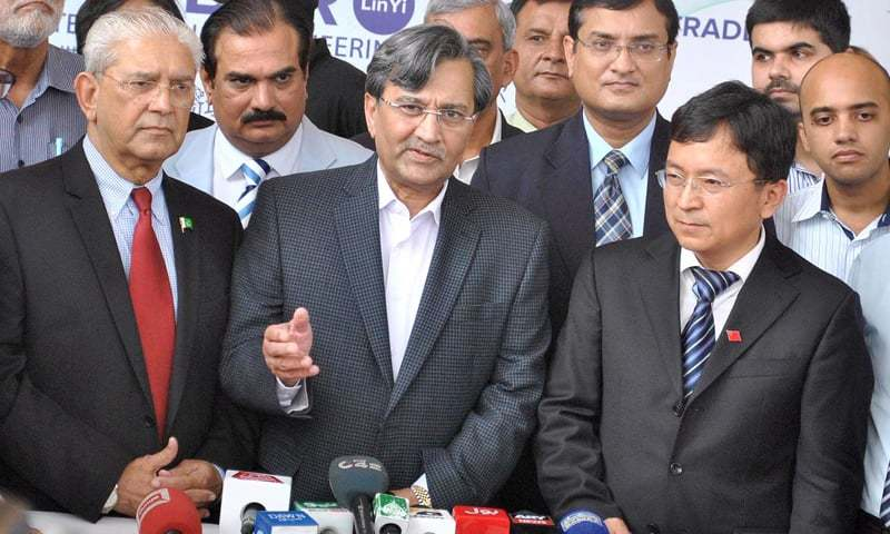 LAHORE: Federal Minister for Commerce Mohammad Pervaiz Malik talking to journalists at the opening ceremony of the International Engineering and Machinery ASIS at Expo Centre.—APP