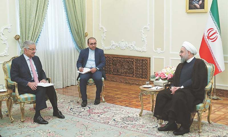 Iranian, Pakistani FMs Discuss Bilateral Ties