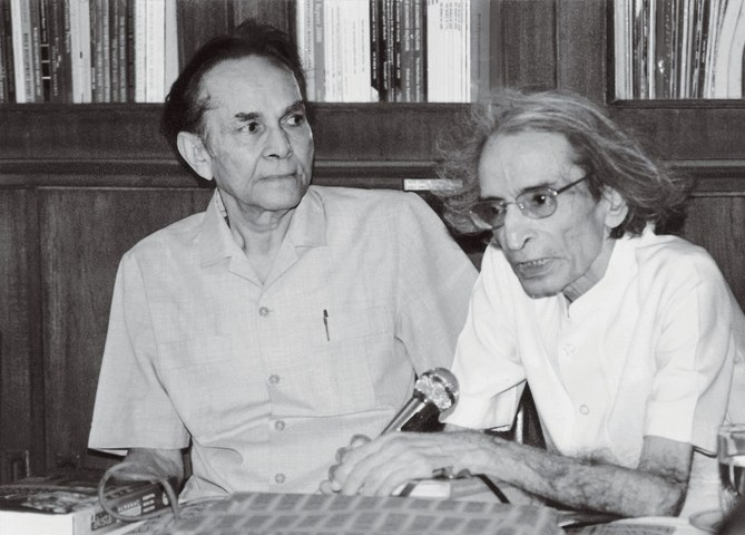 The writer with Editor Ahmed Ali Khan (left) at a ceremony where he donated his books to the Dawn Library which now has a separate corner dedicated to him called the Zamir Niazi Collection. | Photo: Private collection of Niazi family