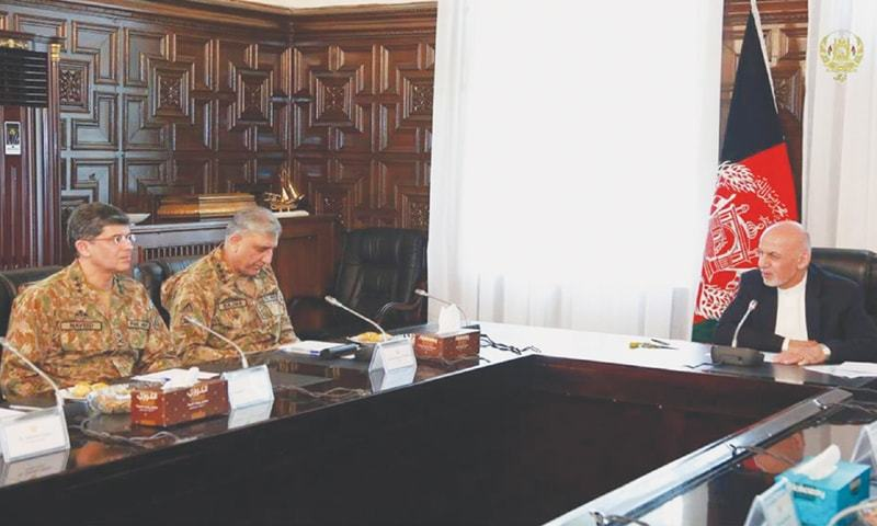 KABUL: Accompanied by ISI chief Lt Gen Naveed Mukhtar, Chief of the Army Staff Gen Qamar Javed Bajwa meets Afghan President Ashraf Ghani at the presidential palace on Sunday.—Online