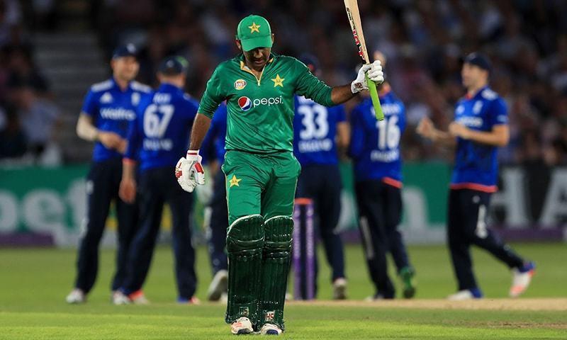 سری لنکا کے خلاف سیریز 4-1 سے ہارنے کی صورت میں پاکستانی ٹیم چھٹی پوزیشن سے محروم ہو جائے گی— فائل فوٹو: اے پی