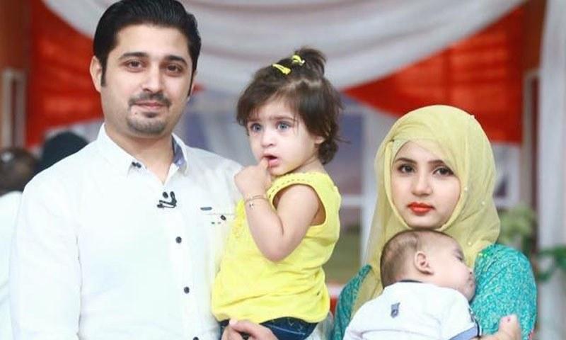 بابر خان اپنی دوسری اہلیہ بسمہ اور بچوں کے ساتھ —فوٹو بشکریہ/جیو فیس بک پیج