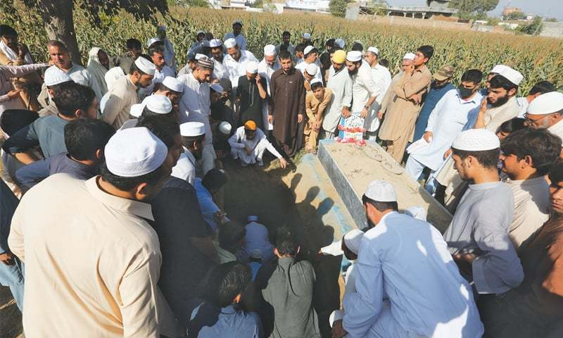Haroon being laid to rest in his ancestral graveyard.—Online