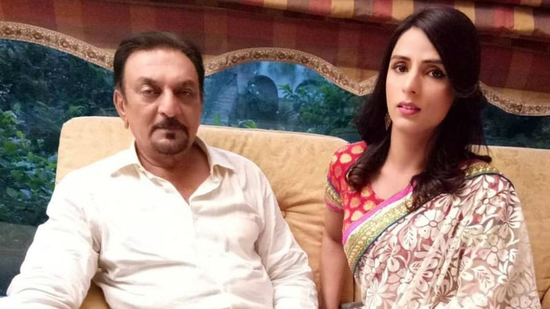 Kami with veteran actor, Abid Ali on the sets of Dil-E-Nadan