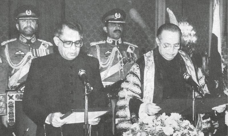 ISLAMABAD: President Waseem Sajjad administering the oath of the office of Chief Justice of Pakistan to Justice Ajmal Mian at Aiwan-i-Sadr on Dec 23, 1997.—Photo from A Judge Speaks Out