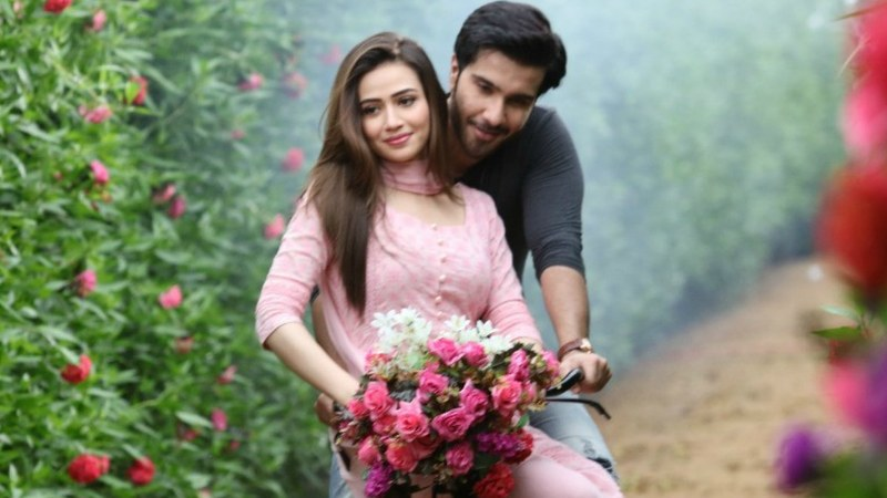 Feroze and Sana in a still from Khaani's teaser