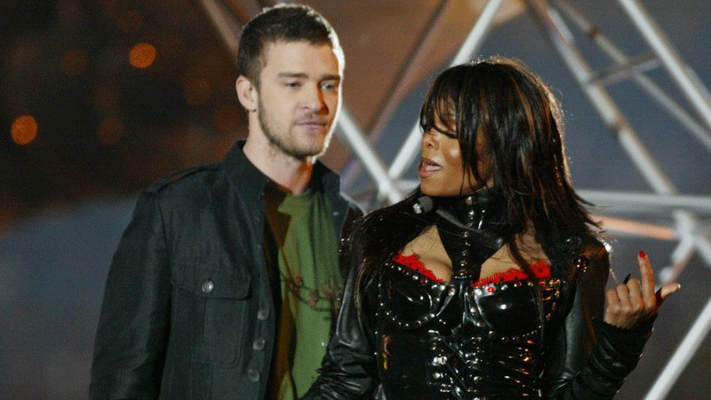 Timberlake and Jackson perform at the 2004 Super Bowl.