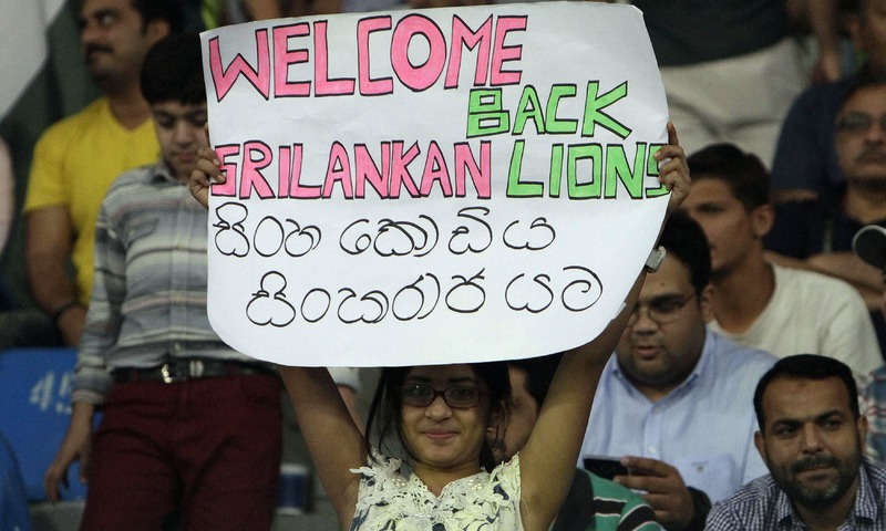A cricket fan holds a placard welcoming the Sri Lankan team. —AP