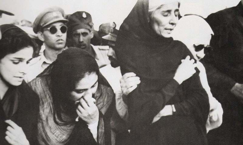 Dina Wadia (extreme left), Quaid-i-Azam Mohammad Ali Jinnah's only daughter, at her father's funeral. Photo:File