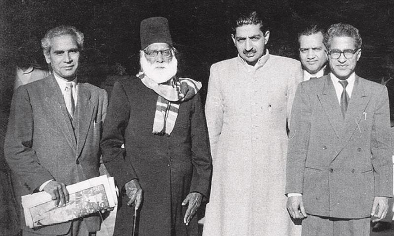 Front row, left to right: Sibte Hasan, Maulvi Abdul Haq, Mazhar Ali Khan and Ahmed Nadeem Qasmi at a literary gathering sometime in the 1950s | Vintage Pakistan