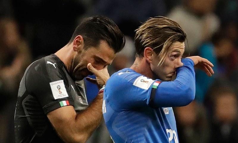 اٹلی کی ورلڈ کپ کیلئے کوالیفائی کرنے میں ناکامی پر گول کیپر اور کپتان گیالوگی بفون غمگین نظر آ رہے ہیں— فوٹو: اے پی