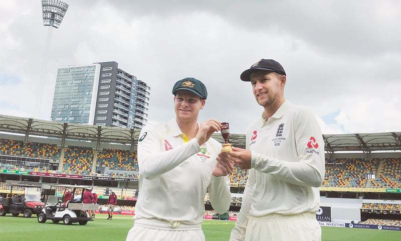 BRISBANE: England captain Joe Root (R)and his Australian counterpart Steve Smith hold a replica of the Ashes urn ahead of the start of the series at the Gabba on Wednesday.—AP