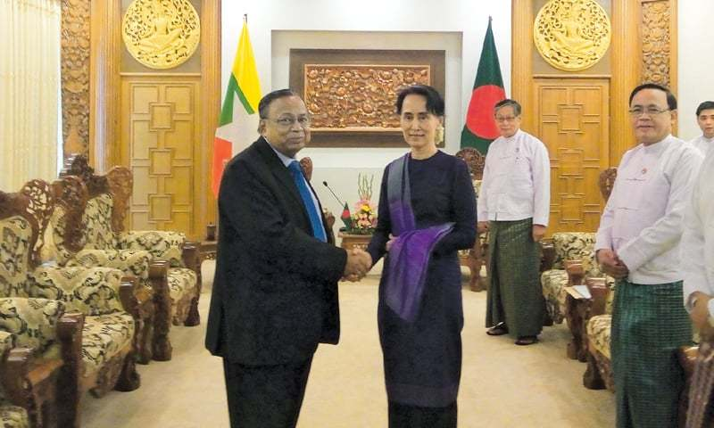Naypyidaw: Bangladesh's Foreign Minister A.H. Mahmood Ali (left) shakes hands with Myanmar's civilian leader Aung San Suu Kyi on Thursday.—AFP