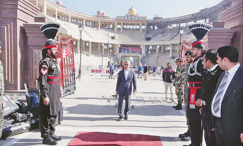 Mayor of London Sadiq Khan entering Pakistan from India through the Wagah border crossing on Wednesday.—APP
